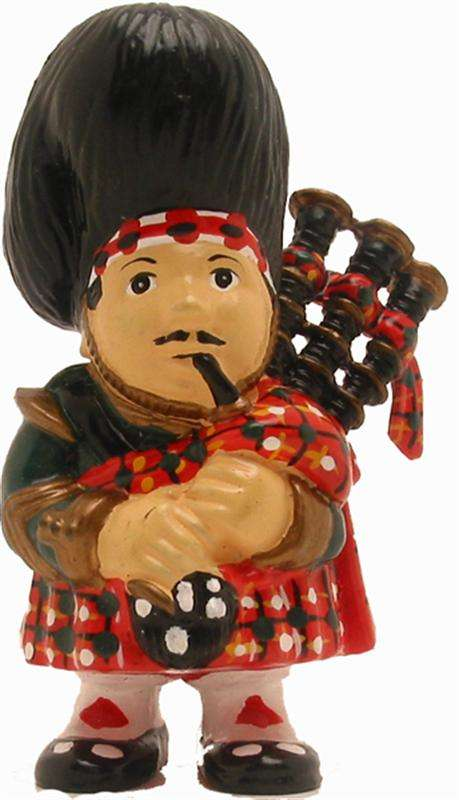 Figurine - Scotsman Red Dress